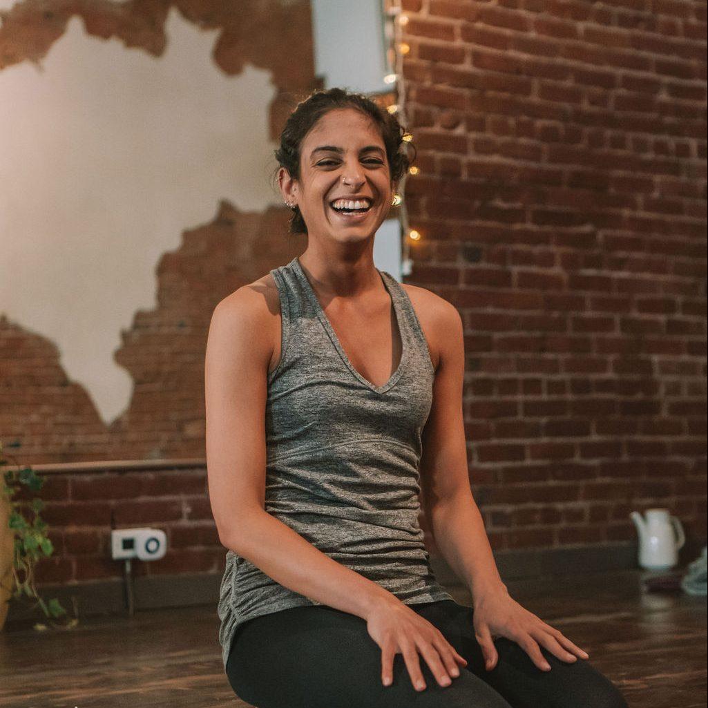 farah-yoga-trainer-in-studio
